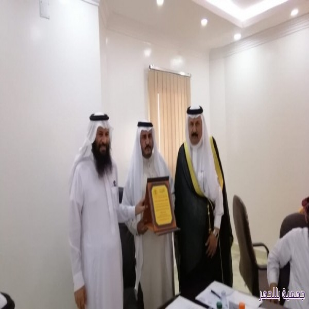 رئيس مجلس الإدارة يكرم رجل الأعمال الأستاذ / سعد بن زغدان